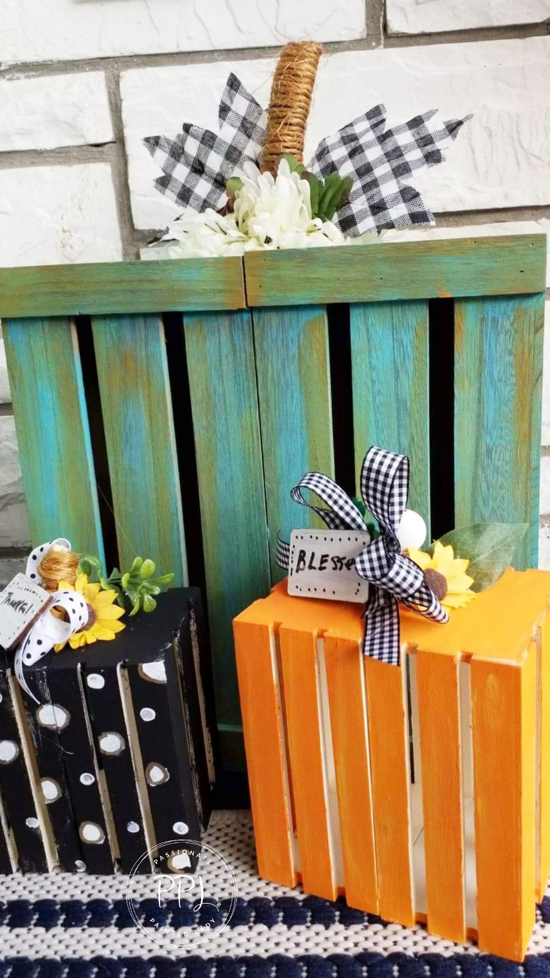 make wood crate pumpkin using paint and hot glue. decorate and enjoy